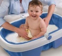 Bebe dans son bain 300x298